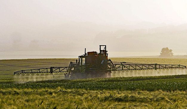 Pesticides : un recours contre la réduction des distances d'épandage