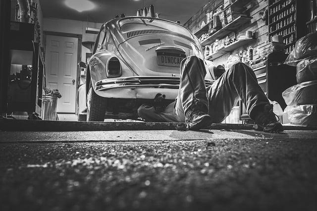 Réparation de véhicules : des pièces d'occasion doivent être proposées par les garagistes