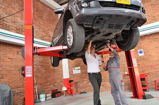 Réparation de véhicules des pièces d'occasion doivent être proposées par les garagistes