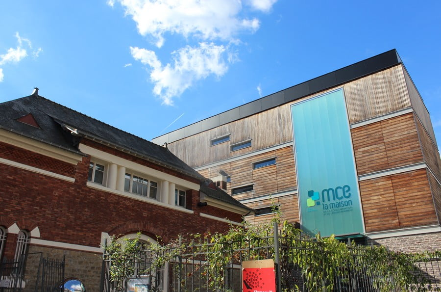 Mce_facade_ciel_bleu