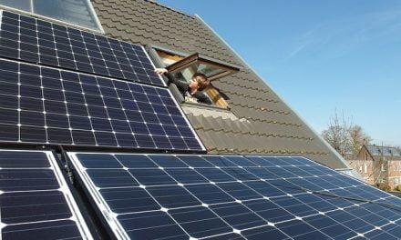 Démarchage pour des panneaux solaires : réfléchissez avant de vous engager !