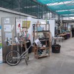 Exposition sur les outils du jardin et jardin éphémère