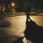 ville-pieton-nuit