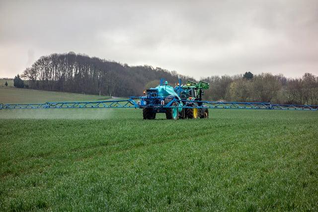 Pesticides: une diminution des distances de pulvérisation sans concertation!